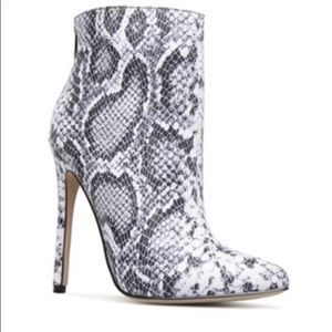 Shoedazzle Irene Stiletto Ankle Boot size